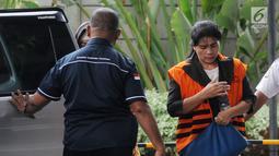 Hakim Adhoc Tipokor PN Medan Merry Purba tiba di Gedung KPK, Jakarta, Kamis (20/9). Merry Purba diperiksa terkait suap putusan menangani perkara di pengadilan Tipikor Medan. (Merdeka.com/Dwi Narwoko)
