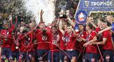 Lille berhasil mengangkat trofi Piala Super Prancis 2021 serta menghentikan dominasi tujuh tahun (2013 hingga 2020) Paris Saint-Germain pada turnamen pembuka musim kompetisi di Liga Prancis tersebut. (Foto: AP/Ariel Schalit)