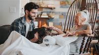 Calon Aktor Tampan Ini Adopsi Tetangga Manula dan Kucingnya (Today/Gabriel Gastelum)