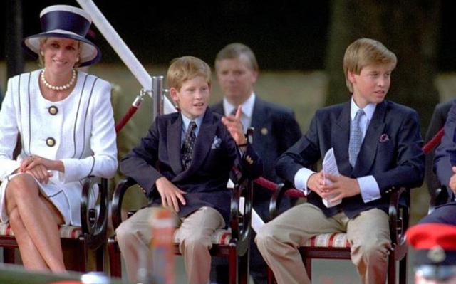 Pangeran William dan Kate Middleton ternyata mencontek Putri Diana saat mendidik anak-anaknya (Alastair Grant/AP Files)