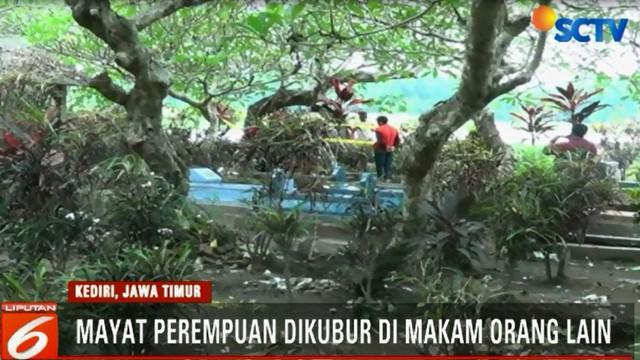 Sesosok jenazah perempuan ditemukan di makam orang lain, di area pemakaman umum Desa Tegowangi, Kediri.