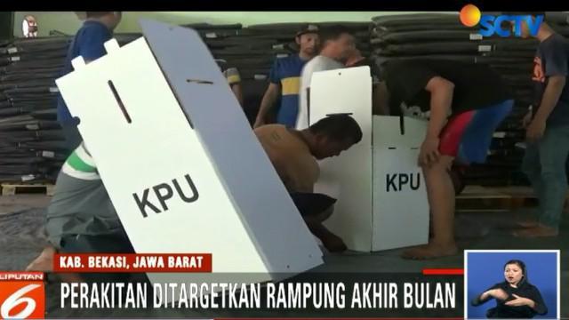 Ribuan kotak suara nantinya akan disimpan di gudang sebelum di distribusikan ke sejumlah TPS yang tersebar di wilayah Kabupaten Bekasi.