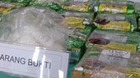 Barang bukti 25,9 kg sabu yang siap dikirim ke Jawa Timur. (foto: Liputan6.com / ajang nurdin)