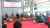 Gus Syauqi menyambangi Istana Gebang, rumah Presiden RI pertama Soekarno (Bung Karno), di Blitar. (Istimewa)