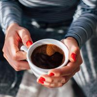 Minum kopi bisa membuat perut mulas, apa penyebabnya? (Kikovic/shutterstock)