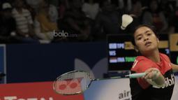 Tunggal putri Indonesia, Gregoria Mariska Tunjung, kalah dari Tunggal putri China Taipei, Tai Tzu Ying pada laga Indonesia Open 2017 di JCC, Kamis, (15/6/2017). Gregoria kalah 13-21 dan 16-21. (Bola.com/M Iqbal Ichsan)