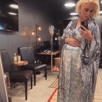 Gaun bernuansa silver dipilih Katy Perry untuk peluncuran SpaceX NASA. (Instagram/ Katy Perry)