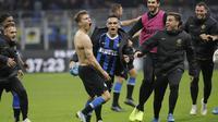 Nicolo Barella berselebrasi usai mencetak gol kemenangan Inter Milan ke gawang Hellas Verona pada pekan ke-12 Liga Italia di Giuseppe Meazza, Minggu (10/11/2019) dini hari WIB. Inter menang 2-1. (AP Photo/Luca Bruno)
