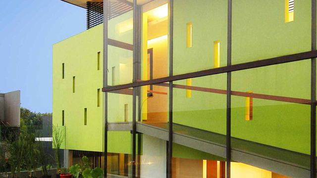 Inspirasi Desain Rumah Modern Bernuansa Hijau Muda yang Segar