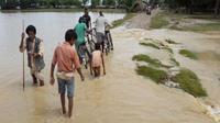 Sebagian penduduk Nepal terpaksa mengungsi karena banjir meluas akibat guyuran hujan muson (AFP Photo)