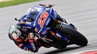 Pebalap Movistar Yamaha, Maverick Vinales, pada hari pertama tes pramusim MotoGP di Sirkuit Sepang, Malaysia, Minggu (28/1/2018). (Twitter/Yamaha MotoGP)