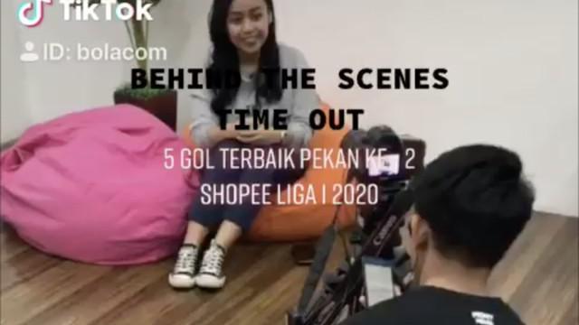 Berita video TikTok Bola.com kali ini menampilkan behind the scene Time Out yang akan membahas 5 gol terbaik pekan kedua Shopee Liga 1 2020.