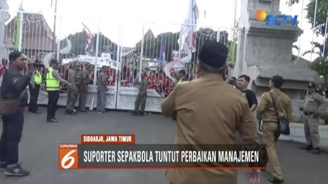 Suporter sepakbola Deltamania demo tuntut ganti manajeman klub, Bupati janji beri solusi secepatnya.
