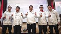 Menpora Imam Nahrawi (kedua kanan) berpose seusai membuka Turnamen Piala Presiden e-Sports 2019 di Gedung Kemensetneg,, Jakarta, Senin (28/1). Turnamen Piala Presiden e-Sports resmi digelar mulai Januari sampai Maret 2019 (Liputan6.com/Faizal Fanani)
