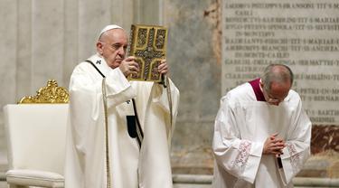 FOTO: Paus Fransiskus Pimpin Misa Malam Paskah Tanpa Jemaat