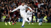 Bek Real Madrid, Sergio Ramos saat mengeksekusi penalti ke gawang Celta Vigo di Santiago Bernabeu, Senin (17/2/2020) dini hari WIB. Skor akhir imbang 2-2. (Foto: Real Madrid)