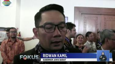 Selain Sunjaya, Gatot Rachmanto Sekretaris Dinas PU Cirebon juga ditahan setelah menjalani pemeriksaan.