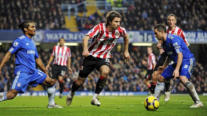 3. Chelsea - The Blues tumbang kala bertemu tim papan bawah, Sunderland pada tahun 2010. Mirisnya lagi tim yang kala itu diasuh Carlo Ancelotti kalah kalah di kandang 0-3 dan takluk di tandang 1-2. (AFP/Adrian Dennis)