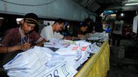 Penghitungan suara di salah satu TPS (Liputan6.com/Faisal R Syam)