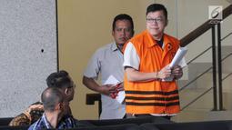 Pemegang saham mayoritas PT Bintuni Energy Persada David Manibui usai menjalani pemeriksaan di Gedung KPK, Jakarta, Selasa (24/9/2019). Dia diperiksa sebagai tersangka dugaan suap pengadaan pekerjaan peningkatan jalan di Kabupaten Jayapura pada APBD-P Pemprov Papua TA 2015. (merdeka.com/Dwi Narwoko)
