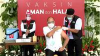 Ketua Umum Kamar Dagang dan Industri (Kadin) Indonesia Rosan Perkasa Roeslani datang ke Istana Kepresidenan Jakarta untuk menerima penyuntikan vaksin Covid-19buatan Sinovac, Rabu 13 Januari 2021.