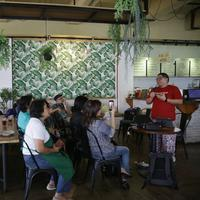 Tak hanya icip-icip makanan, diskusi kuliner siaga bencana yang dihadirkan Jalansutra juga mengajarkan banyak hal soal bencana. (Fimela.com/Nurwahyunan)