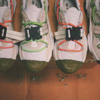OZWEEGO, sneakers yang diperkenalkan kembali oleh Adidas Original, di mana Adidas Indonesia berkolaborasi dengan Mr. Sabotage untuk menghasilkan siluet yang baru. Sumber foto: Instagram/@mr_sabotage.