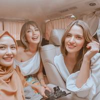 Revalina S Temat dan Nia Ramadhani bernostalgia (Instagram/vatemat)