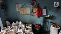 Kedelai terlihat di gudang penyimpanan di Kawasan Kebayoran Lama, Jakarta, Kamis (14/1/2021). Kemendag memperkirakan harga kedelai global masih bertahan di level tinggi sampai Mei 2021 akibat ketatnya pasokan dari negara produsen dan naiknya permintaan. (Liputan6.com/Johan Tallo)