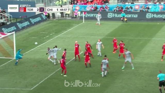 Bastian Schweinsteiger mencetak gol dan memberikan assist untuk membuat Chicago Fire menahan imbang 2-2 tuan rumah Toronto FC dala...