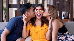 Seperti saat momen ulang tahun Ashanty yang dirayakan di Bali, Ashanty mengunggah momen romantis dengan Aurel dan Azriel. Kedekatan antara Ashanty dan dua anak sambungnya sering dinilai banyak pihak melebihi keharmonisan dengan ibu kandung. (Liputan6.com/IG/@ashanty_ash)