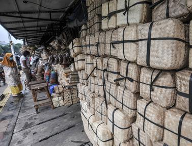 Penjualan Besek Bambu untuk Daging Kurban Menurun