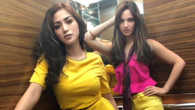 [Bintang] BrKompak Tiada Duanya, Nia Ramadhani dan Jessica Iskandar dengan Pose Fashionable Andalan