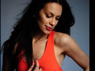 Sophia Latjuba yang kini menggunakan nama Sophia Muller pamer foto seksinya (facebook.com)
