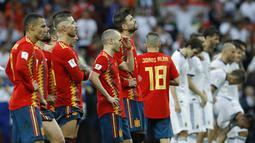 Ekspresi sedih pemain Spanyol saat melawan Rusia pada laga 16 besar Piala Dunia 2018 di  Luzhniki Stadium, Moskow, Rusia, (1/7/2018). Rusia menang penalti atas Spanyol Spain 4-3. (AP/Victor R. Caivano)