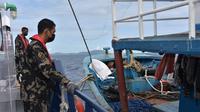 Operasi Kapal Pengawas Perikanan di Laut Sulawesi berhasil menangkap dua kapal pelaku illegal fishing berbendera Filipina. (handout: KKP)