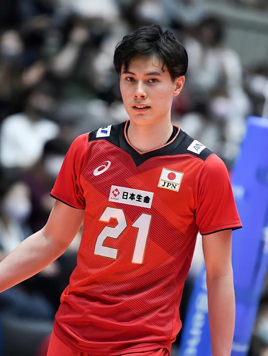 Sosok atlet voli Jepang, Ran Takahashi sukses mencuri atensi warga +62. Atlet 19 tahun itu disebut-sebut mirip tokoh anime Haikyu, Shoyo Hinata hingga aktor Nicholas Saputra. (Facebook/Ran Takahashi).