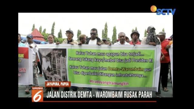 Ratusan warga demo ke kantor gubernur Papua menuntut perbaikan akses jalan utama yang menghubungkan Distrik Demta dengan Distrik Warombaim.