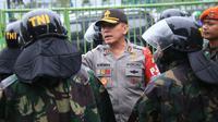 Kapolda Metro Jaya Irjen Pol M Iriawan memberi pengarahan kepada personil gabungan TNI/Polri yang mengamankan aksi 212 di Gedung DPR/MPR, Jakarta Pusat, Selasa (21/2). Sekitar 32.300 personel dikerahkan dalam pengamanan Jakarta hari ini (Dok. Istimewa)