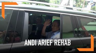 Andi Arief didampingi tim pengacaranya mendatangi Rumah Sakit Ketergantungan Obat Cibubur, Jakarta Timur untuk jalani proses rehabilitasi.
