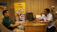 Dedy Lesmana, Kepala Kantor BTN Cabang Cibubur tengah berbincang dengan Cecep Prayitno, Manager Marketing Kalindo Land.