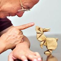 Melihat kerennya origami berikut ini, bikin kamu ingin belajar dan melipat apa saja yang ada di sekitarmu. (Via: boredpanda.com)