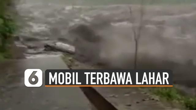 Beredar video sebuah mobil terbawa arus saat lahar dingin. Beruntung pengemudi mobil itu dinyatakan selamat.