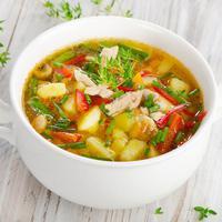 ilustrasi sup ayam sayuran/copyright by Shutterstock