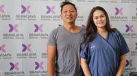 Ringgo Agus Rahman dan Sabai Morscheck tengah dirundung bahagia atas kelahiran anak kedua mereka yang berjenis kelamin laki-laki. Sebelumnya, di akun Instagram, Ringgo sudah mengumumkan nama yang dipilihnya bersama Sabai untuk adik Bjorka. (Adrian Putra/Fimela.com)