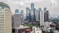 Pemandangan gedung bertingkat dan permukiman warga di antara perpohonan Jakarta, Kamis (13/2/2020). Wahana Lingkungan Hidup (Walhi) menyebut Ruang Terbuka Hijau (RTH) di Jakarta tidak cukup untuk menggerus polusi udara. (Liputan6.com/Faizal Fanani)