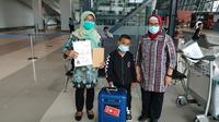 Anak laki-laki terlantar di Jeddah dipulangkan ke Indonesia (Dok KJRI Jeddah).