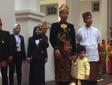 Kenakan Baju Adat Bali, Jokowi Ajak Jan Ethes di HUT ke-74 RI