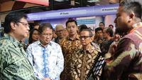 Menperin Airlangga Hartarto dan Menkominfo Rudiantara mengunjungi pameran industri ajang Innofest di Plasa Kementerian Perindustrian, Jakarta. Dok: Hariff DTE