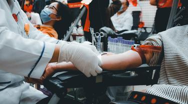 Ilustrasi Donor Plasma Konvalesen untuk bantu pasien Covid-19/unsplash nguy-n-hi-p-s